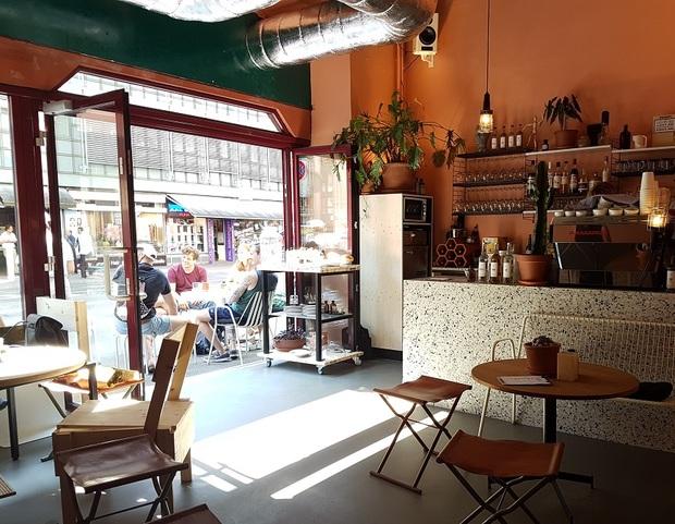 Wohnzimmerbar Bars Kneipen In Zurich Ron Orp
